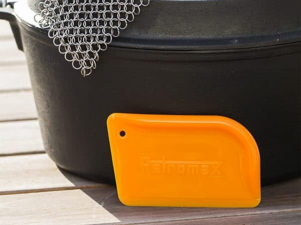 Petromax scraper for dutch ovens and skillets